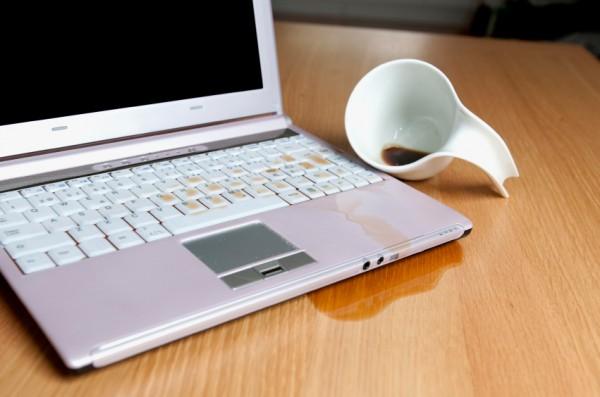 При заливане на лаптоп